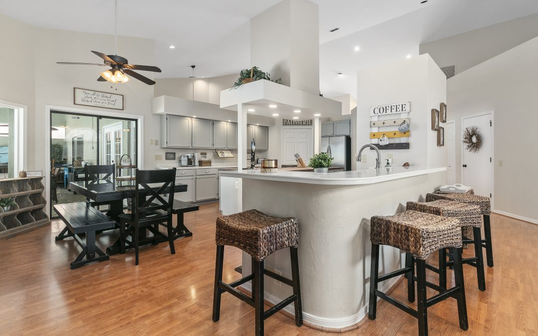 Should Real Estate Agents Take Their Own Listing Photographs?